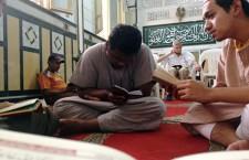 Ahli ISMA Iskandariah sedang bertadarus Al-Quran di Madrasah Nur Islam.