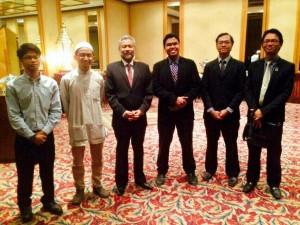 wakil-wakilpersatuan mahasiswa bersama TYT Dato' Ku Jaafar Bin Ku Shaari (ketiga dari kiri)