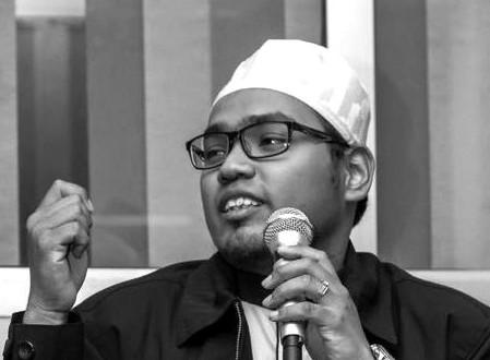 Ustaz Amar Ismat Bin Mohd Nasir merupakan Graduan Kuliah Usuluddin Jabatan Aqidah & Falsafah Universiti Al-Azhar Kaherah. Beliau aktif dalam menyuarakan suara dan pandangan dalam pelbagai isu semasa dari sudut pandang falsafah yang merupakan kepakaran beliau di pelbagai medium termasuk blog, akhbar dan portal berita.