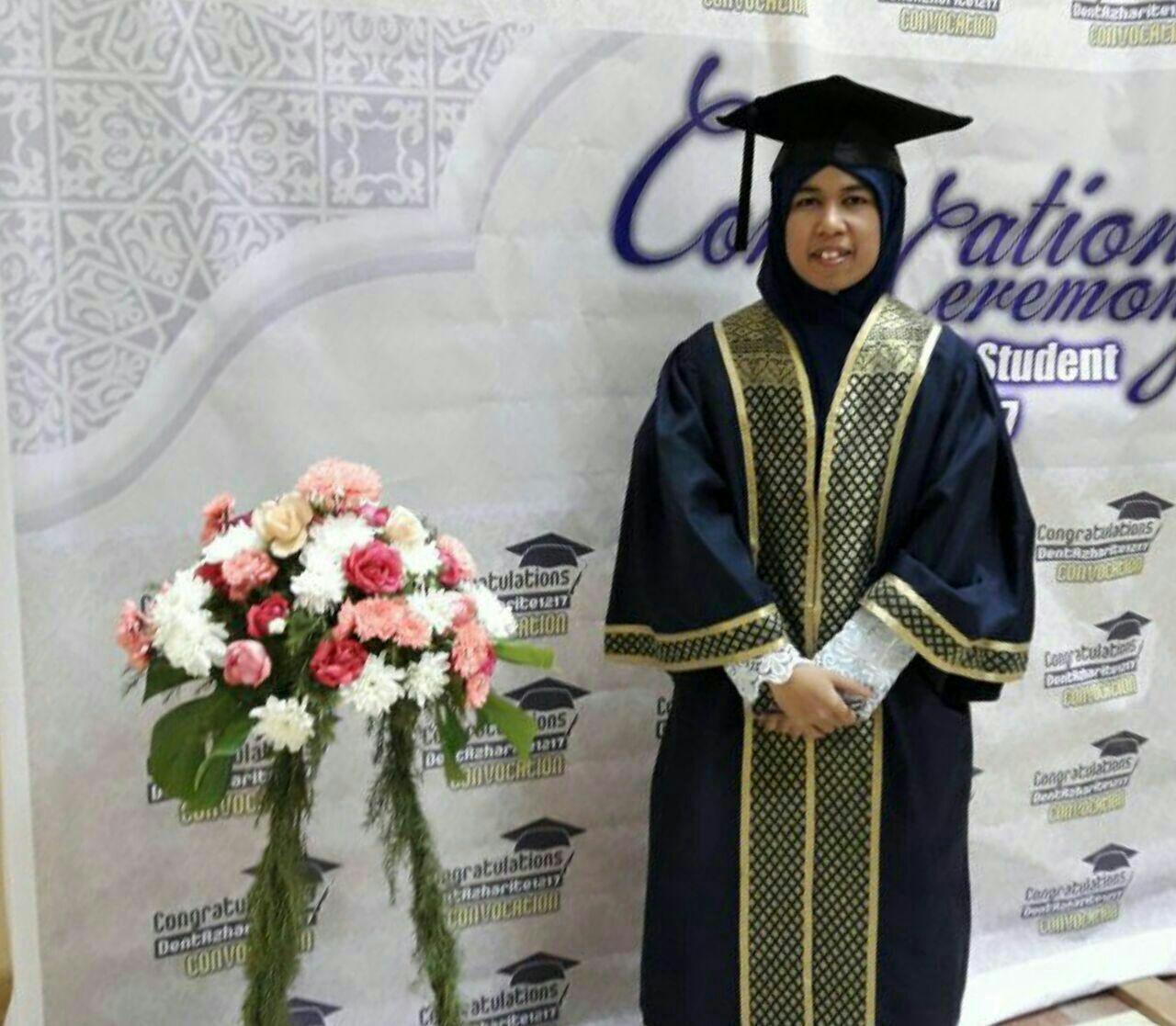 Doktor Gigi Ummah Menggengam Sekalung Ijazah Sarjana Muda